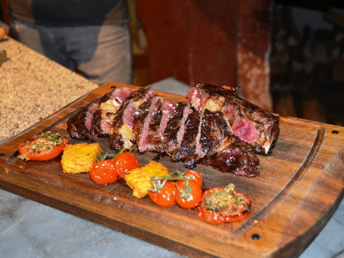 Côte de bœuf à l'os à moelle au restaurant grill pizzeria la Saga à Carqueiranne Var