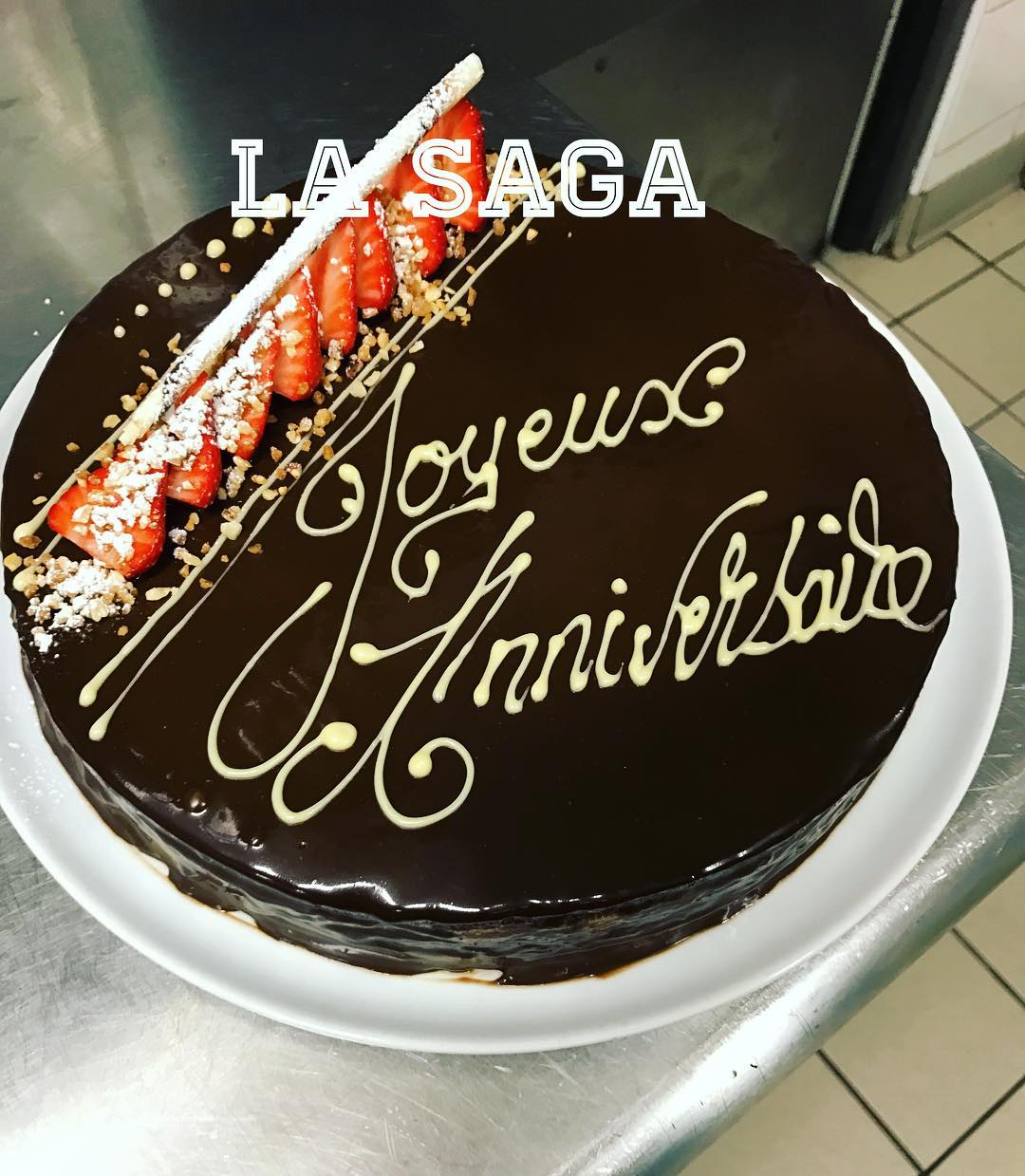 gateau-anniversaire-restaurant-pizzeria-la-saga-carqueiranne